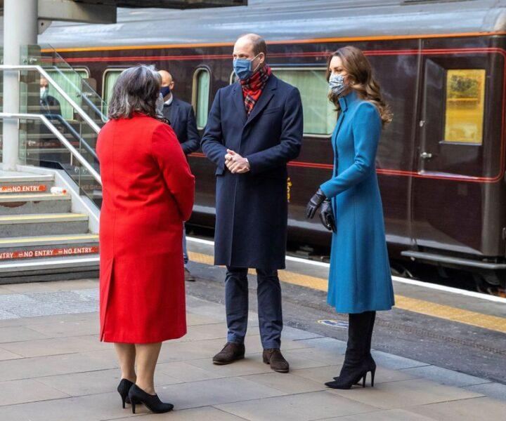 Príncipe William e Kate excursionam para agradecer luta de profissionais de saúde contra a Covid