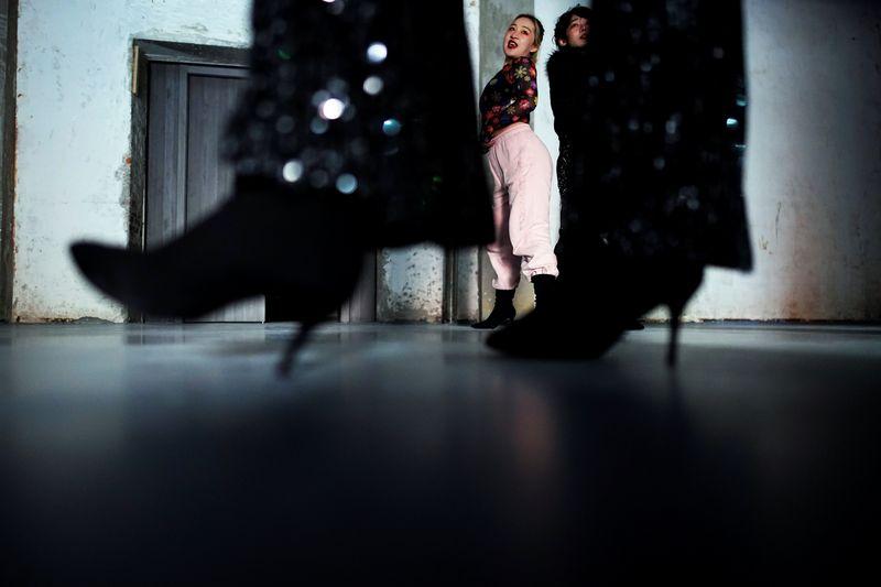 Dançarinos de Wuhan aproveitam nova liberdade após ano traumático