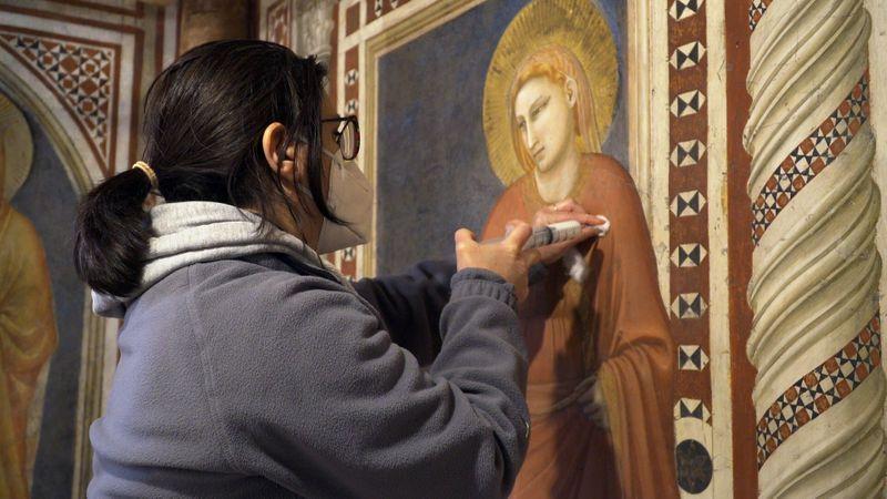 Restauradores salvam afrescos de Giotto em Capela da Madalena de Assis