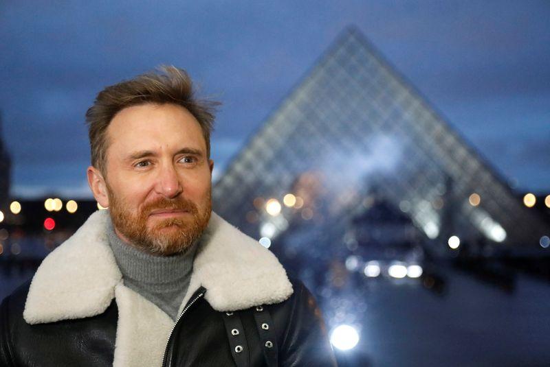 Antes de show no Louvre DJ francês incentiva fãs a tomar vacina contra Covid