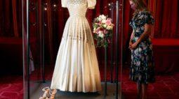 Vestido de noiva da princesa britânica Beatrice é exibido ao público