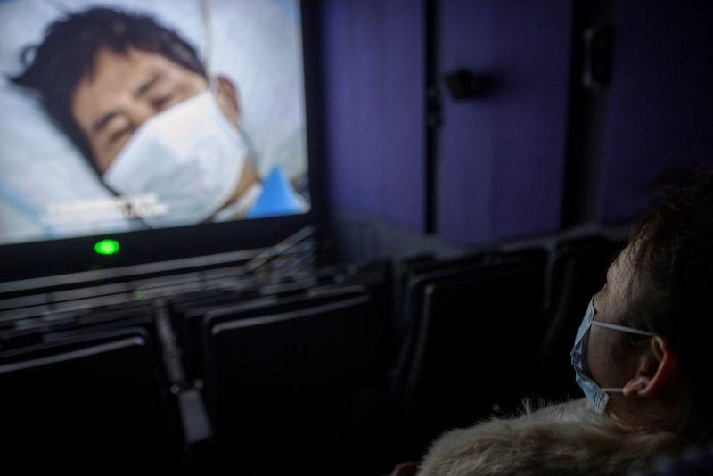 China lança documentário elogiando o governo no combate ao novo coronavírus
