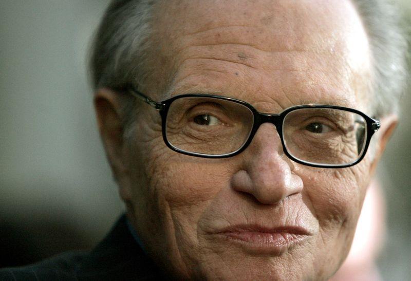 Larry King, famoso por décadas de entrevistas na TV dos EUA, more aos 87 anos