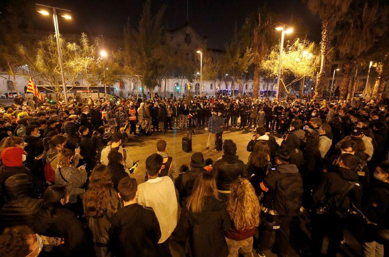 Protestos na Espanha contra prisão de rapper entram no 4º dia e premiê repudia tumultos