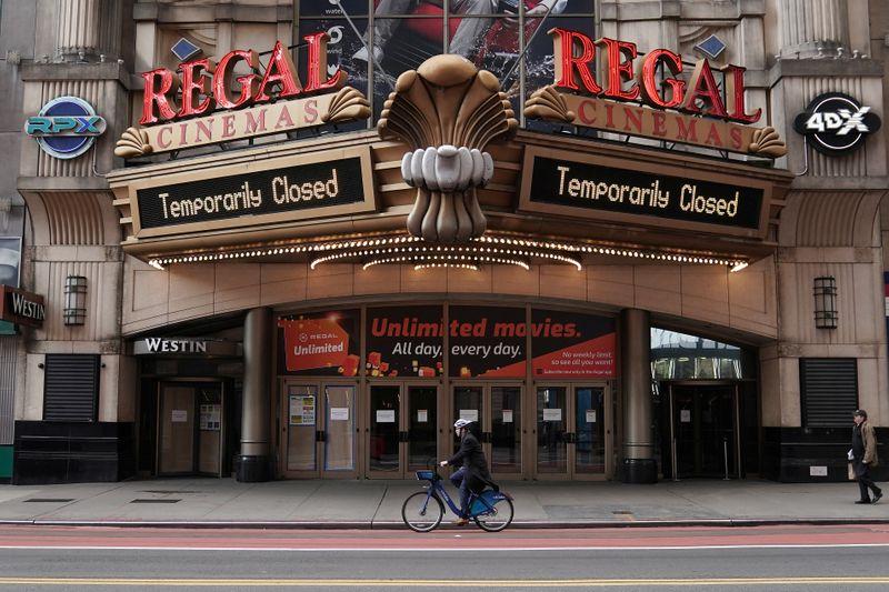 Cinemas de Nova York vão reabrir com 25% da capacidade e outras precauções