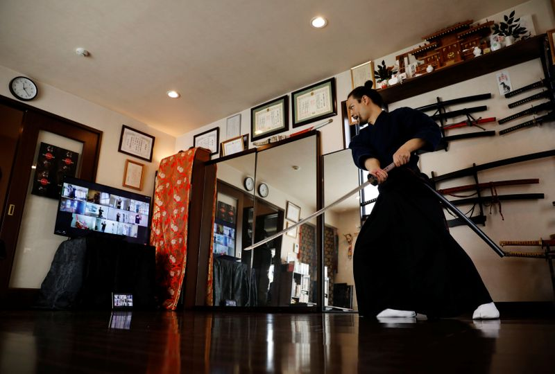 Professor samurai usa internet depois de Tóquio-2020 barrar entrada de estrangeiros