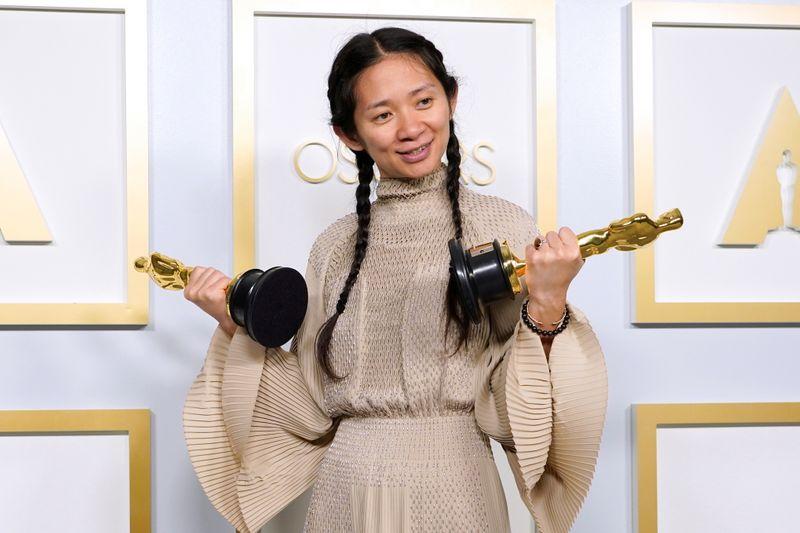 Diretora Zhao faz história no Oscar, mas China censura transmissão