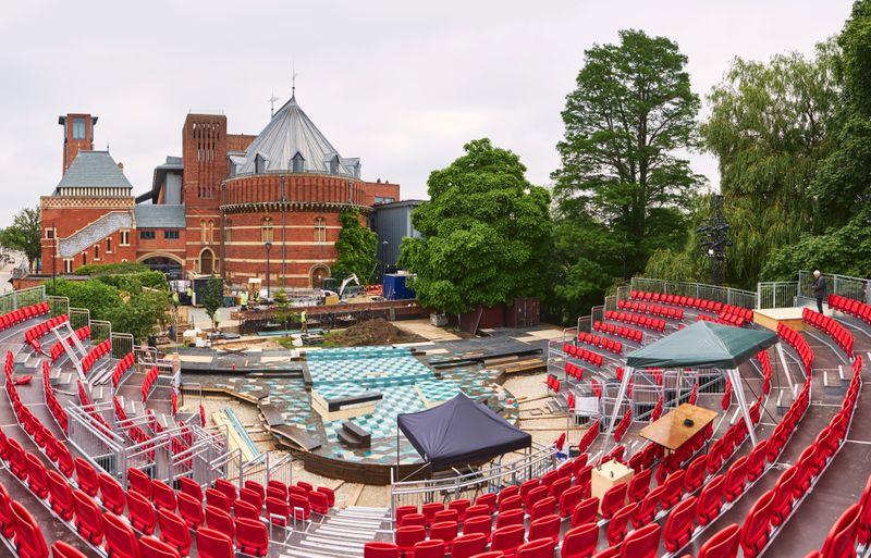 Shakespeare Company inaugura teatro a céu aberto à beira do rio Avon