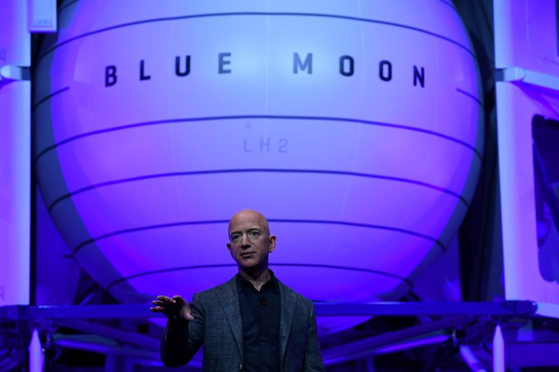 Aluno de física viajará com Bezos em 1º voo de turismo espacial