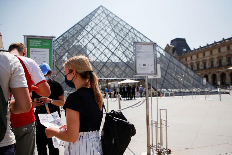 Sem passe de saúde, não tem cinema nem museu: França aperta regras contra Covid-19