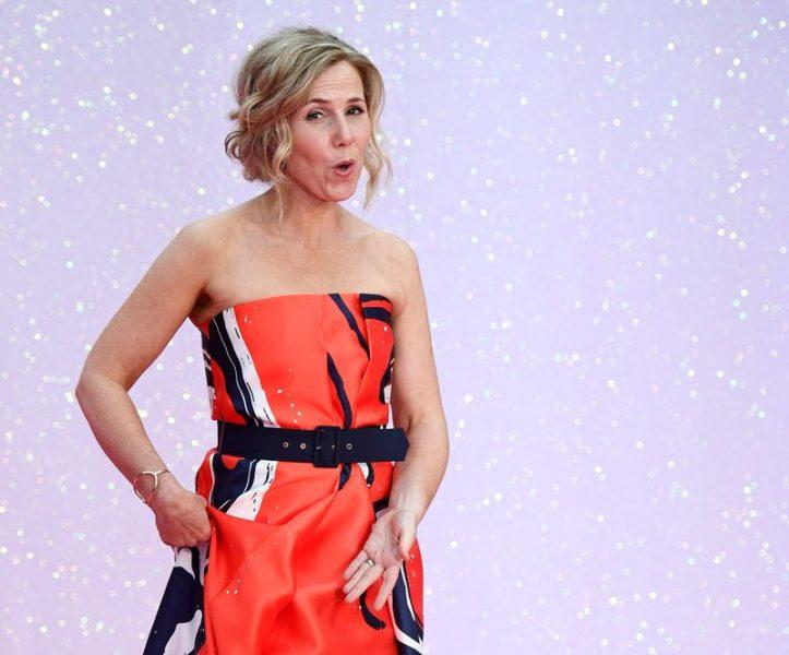 Profissionais de saúde dividem tapete vermelho com estrelas do cinema em estreia em Londres