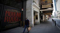 Teatros da Broadway exigirão vacinação e máscaras quando reabrirem para shows