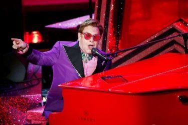Elton John adia turnê europeia devido a dor no quadril