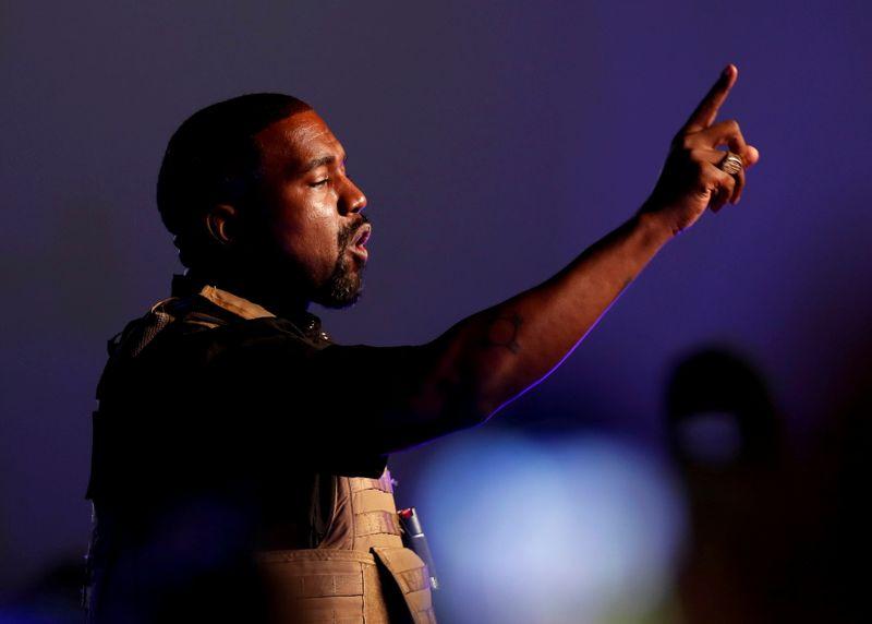 Kanye West muda nome para Ye com autorização judicial