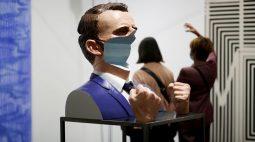 Feira de Arte de Paris volta aos negócios após interrupção pela Covid