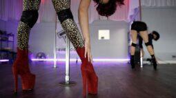 Strippers de San Francisco voltam ao trabalho, mas regras da Covid reduzem ganhos