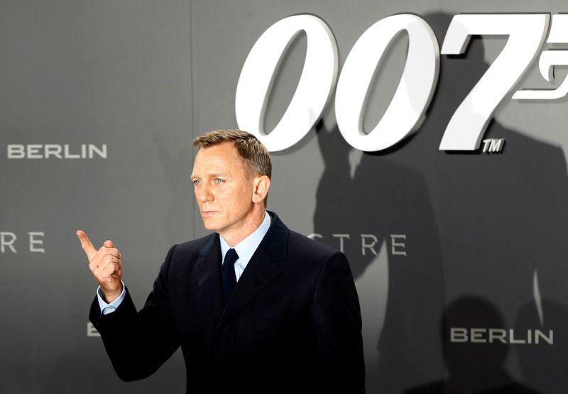 Filmes de 007 continuarão nos cinemas após acordo com a Amazon, dizem produtores