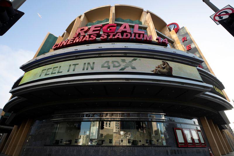 Cinemas dos EUA retiram obrigação do uso de máscara para pessoas vacinadas
