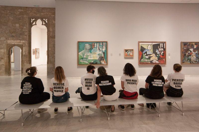 Manifestantes protestam em museu para denunciar tratamento de Picasso a mulheres