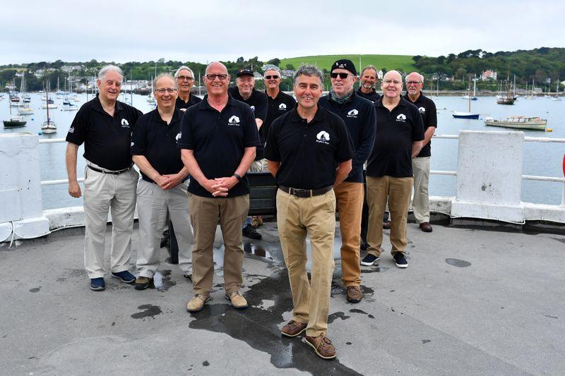 Líderes do G7 são recebidos na Cornualha com canções à beira-mar