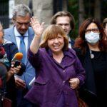 """Bielorrussa vencedora do Nobel escreve livro sobre """"revolução com um rosto de mulher"""""""