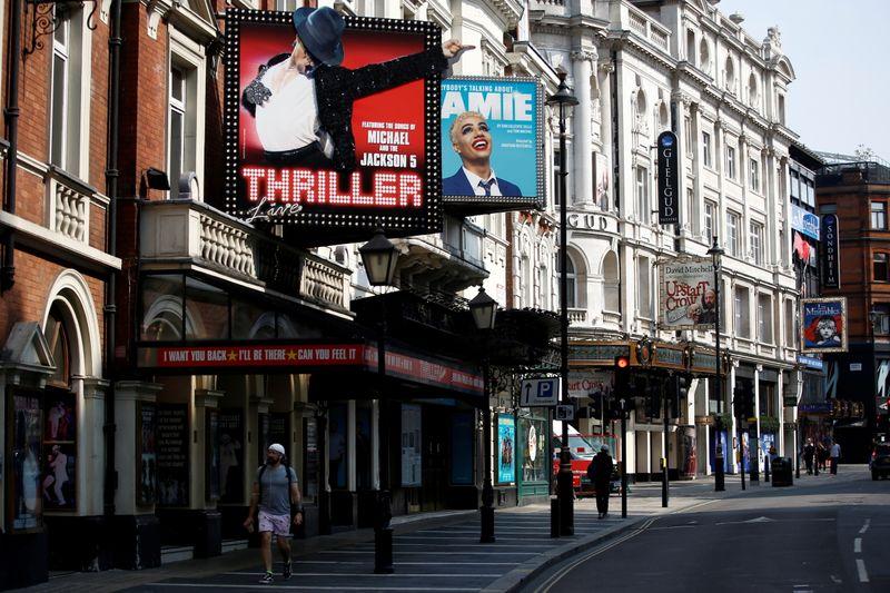 "Teatros de Londres enfrentam ""adiamento desastroso"" de reabertura total"