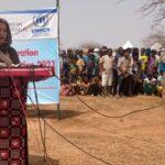Enviada especial da ONU, Angelina Jolie visita campo de refugiados de Burkina Faso