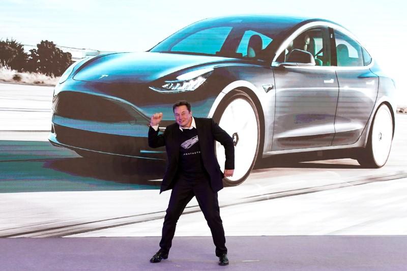 Tesla tenta permissão para vender sensor de criança presa em carro fechado