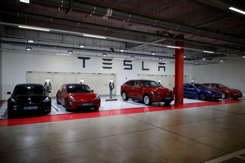 Tesla fará aumento de capital de US bi