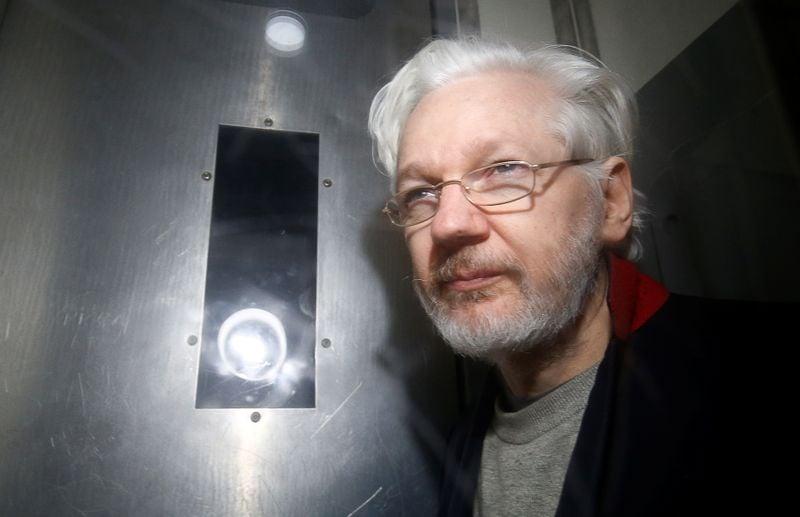 Juíza alerta Assange que será retirado de audiências de extradição se repetir interrupções