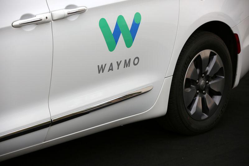 Waymo e Daimler formam parceria para desenvolver caminhões autônomos