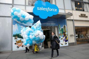 Salesforce aborda Slack com proposta de aquisição, diz fonte