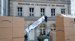 Ativistas franceses protestam contra expansão da Amazon no país