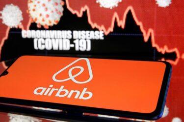 Airbnb vê receita desabar, mas mantém planos de IPO este ano, diz Bloomberg