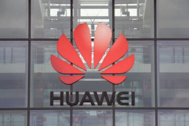 EUA revogam licenças de fornecimento à Huawei, ações de chips caem