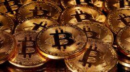 Bitcoin recua e chega a ser negociada abaixo de US$30.000