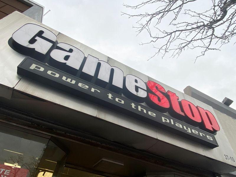 Investidores retomam compras de ações da GameStop, conforme corretoras diminuem restrições
