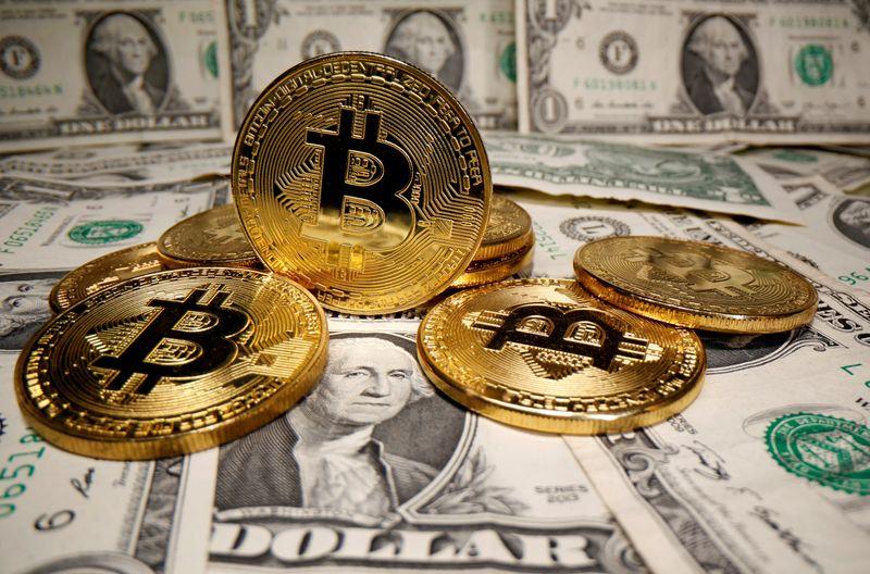 Bitcoin segue para pior semana desde março passado com fuga por segurança