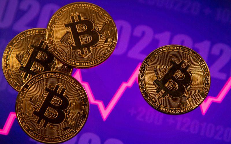 Bitcoin salta para mais de US$58 mil, nível mais alto em uma semana