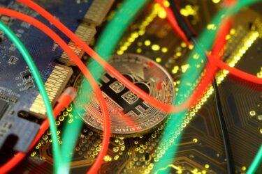 Bitcoin atinge recorde antes de listagem da Coinbase na Nasdaq