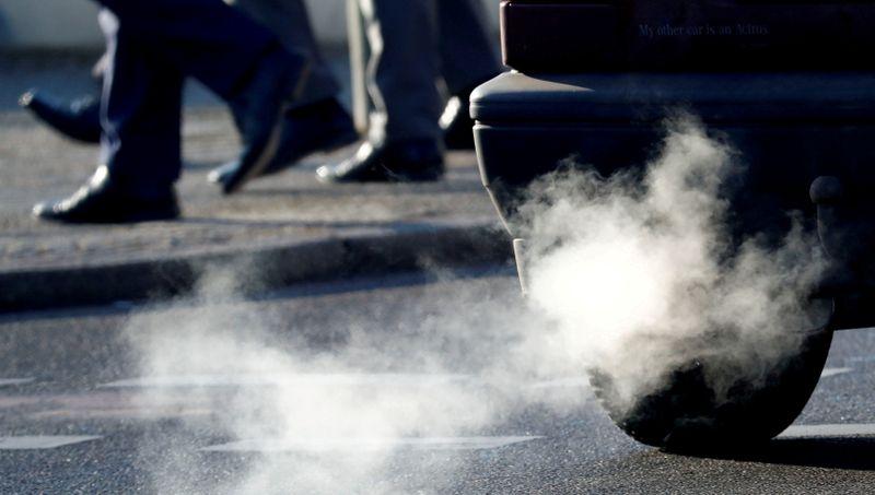 UE propõe proibição de vendas de carros a combustão a partir de 2035