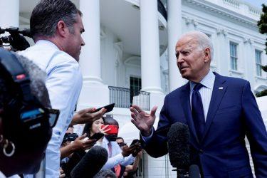 """Biden diz que redes sociais """"estão matando pessoas"""" com desinformação sobre Covid"""