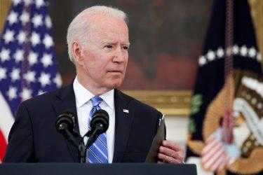 Biden ameniza tom após acusar Facebook, mas ainda quer ações contra desinformação sobre vacinas