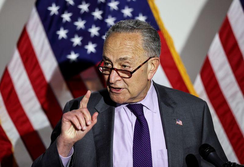 Líder democrata no Senado dos EUA revela proposta de US$52 bi para produção de chips