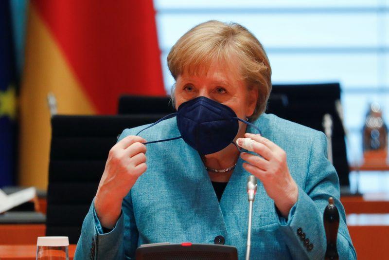Falta de competência da UE em chips e baterias preocupa Merkel
