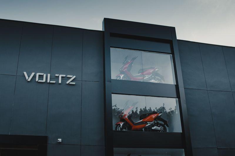 Creditas investe quase R$100 mi em fabricante brasileira de motos elétricas Voltz