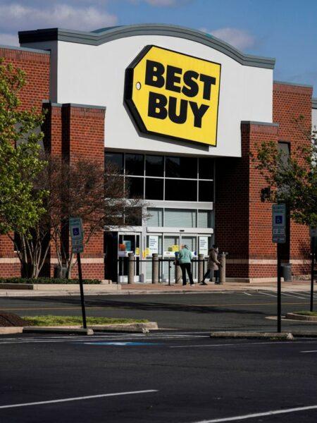 Best Buy aumenta previsão de vendas para o ano