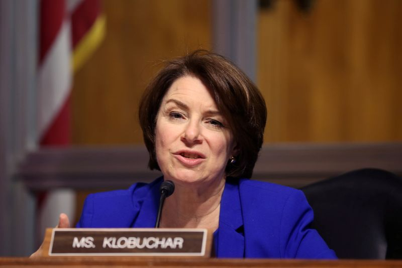 Senadora dos EUA questiona Amazon e Google sobre assistentes domésticos