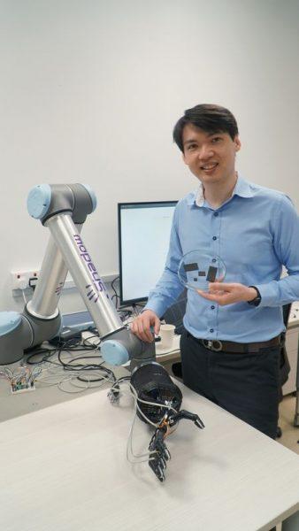 Espuma inteligente dá para mão robótica capacidade de se autoreparar