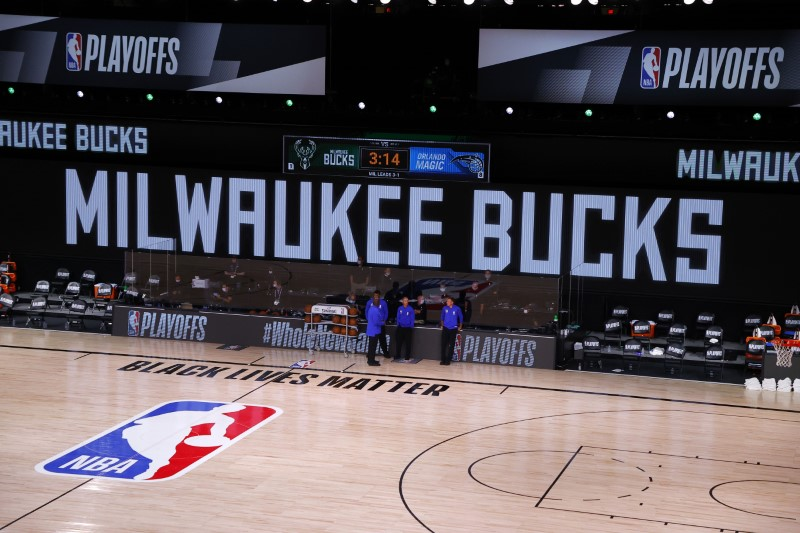 NBA adia jogos do playoff após boicote do Bucks em protesto contra injustiça racial
